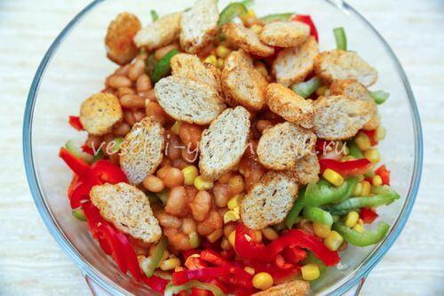 salat s konservirovannoj fasoliu 4