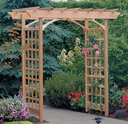 пергола деревянная со стенками в виде решеток