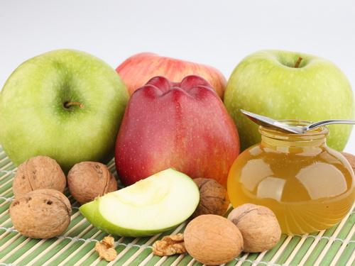 Рецепт с добавлением яблок, мёда, грецких орехов